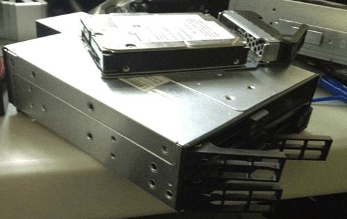 Via StorageIOblog Supermicro 4 x 2.5 12Gbps SAS enclosure CSE-M14TQC